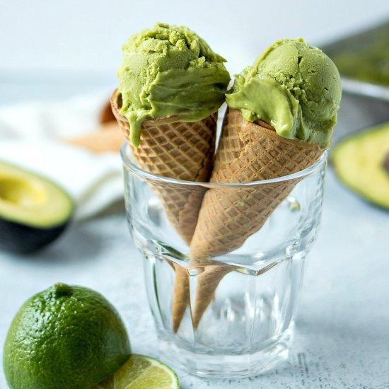 avocado in gelateria - gelato avocado in cono