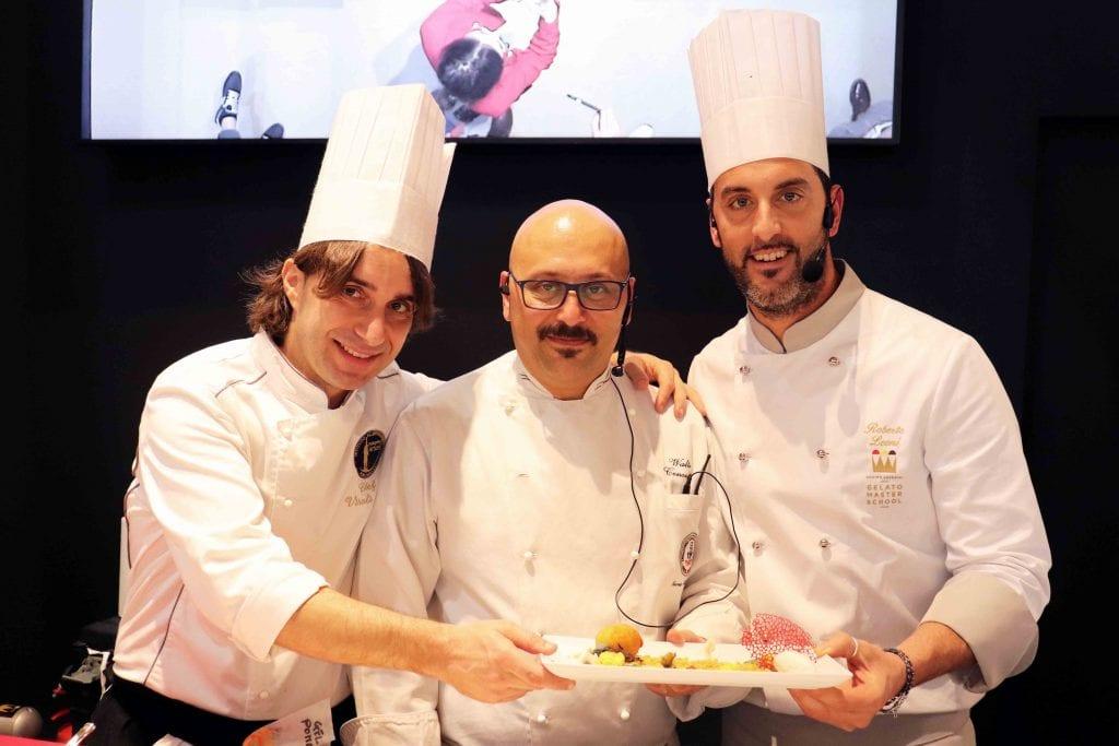 Roberto Leoni con gli chef dell'Istituto Artusi
